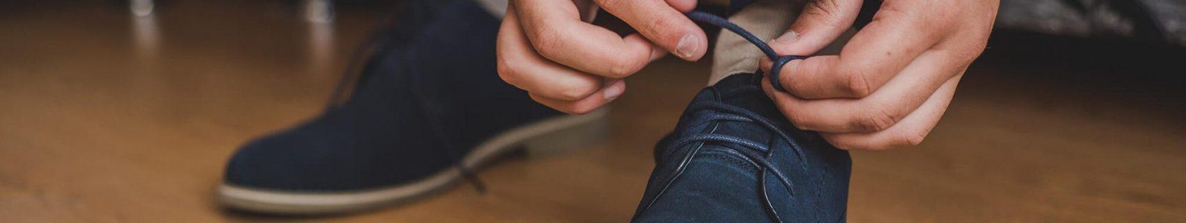 Schoenen strikken